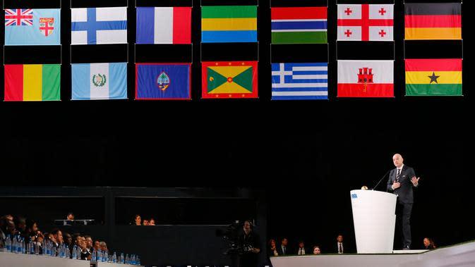 Presiden FIFA Gianni Infantino menyampaikan pidato di kongres FIFA di Moskow, Rusia, Rabu (13/6). Kongres belum memutuskan negara mana yang akan jadi tuan rumah Piala Dunia 2026. (AP Photo/Alexander Zemlianichenko)