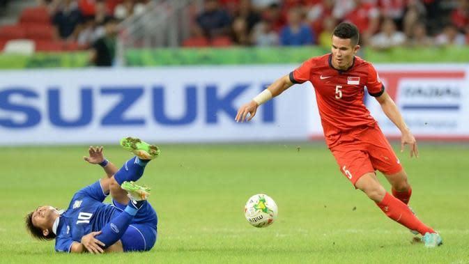 Bek timnas Singapura, Baihakki Khaizan, curhat tak pernah dimainkan di Piala AFF 2016. (AFP/Mohd Fyrol)