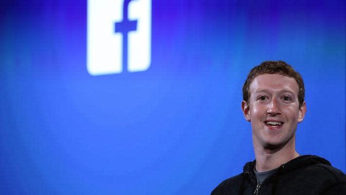 Tawa Mark Zuckerberg sebelum dirundung masalah pencurian data pengguna Facebook. (AFP/JUSTIN SILLIVAN)