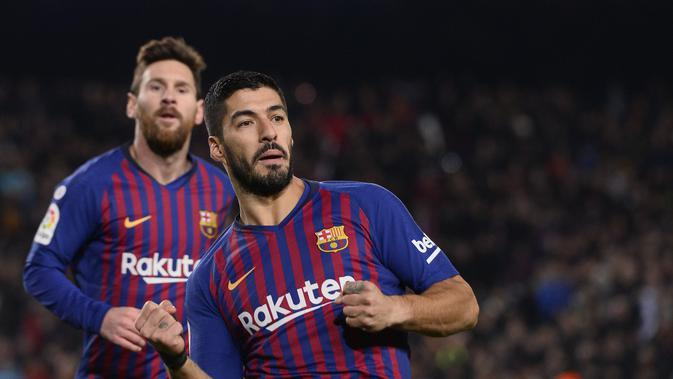 Luis Suarez menyumbangkan gol kedua untuk Barcelona pada laga lanjutan La Liga yang berlangsung di stadion Camp Nou, Minggu (20/1). Barcelona menang 3-1 atas Leganes. (AFP/Josep Lago)
