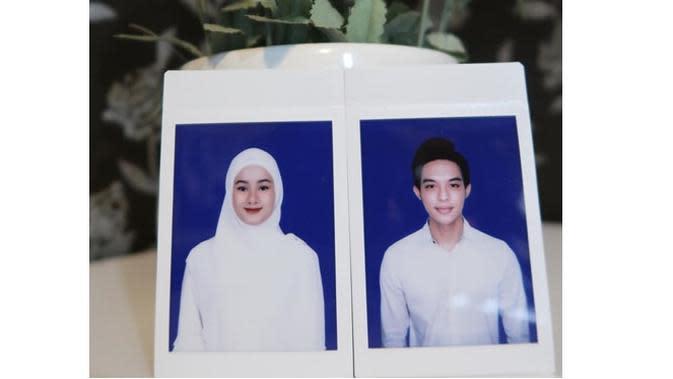 Pas Foto 5 Seleb di Buku Nikah saat Pakai Hijab Ini Curi Perhatian (sumber: Instagram.com/dindahw)