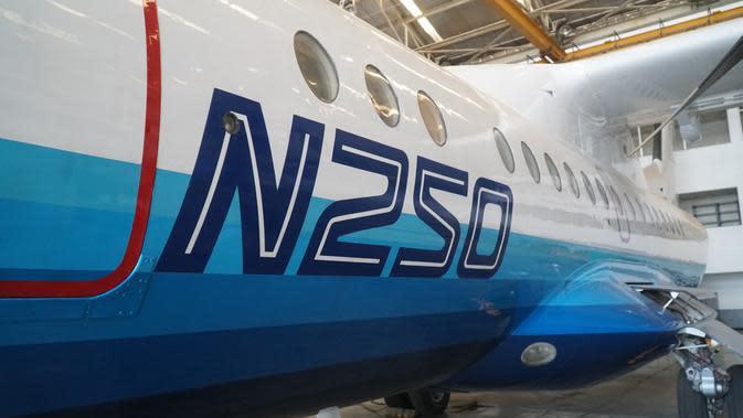 Pesawat N250 karya BJ Habibie diparkir di hanggar PT Dirgantara Indonesia (PT DI). n250 digadang lebih canggih dibanding pesawat ATR. (Liputan6.com/Huyogo Simbolon)