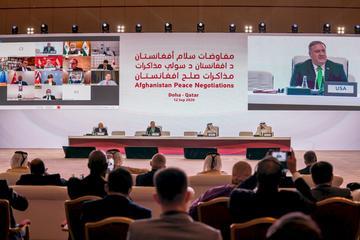 阿富汗政府代表和民兵組織塔利班12日聚集在卡達首都杜哈展開歷史性的和平談判,希望終結長達20年的戰爭。(圖:美國國務院)