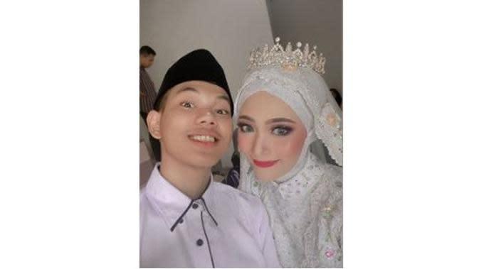 5 Momen Mesra Tegar Septian dan Istri Setelah Menikah, Main Game Bareng (sumber: Instagram.com/sarahsheilka)