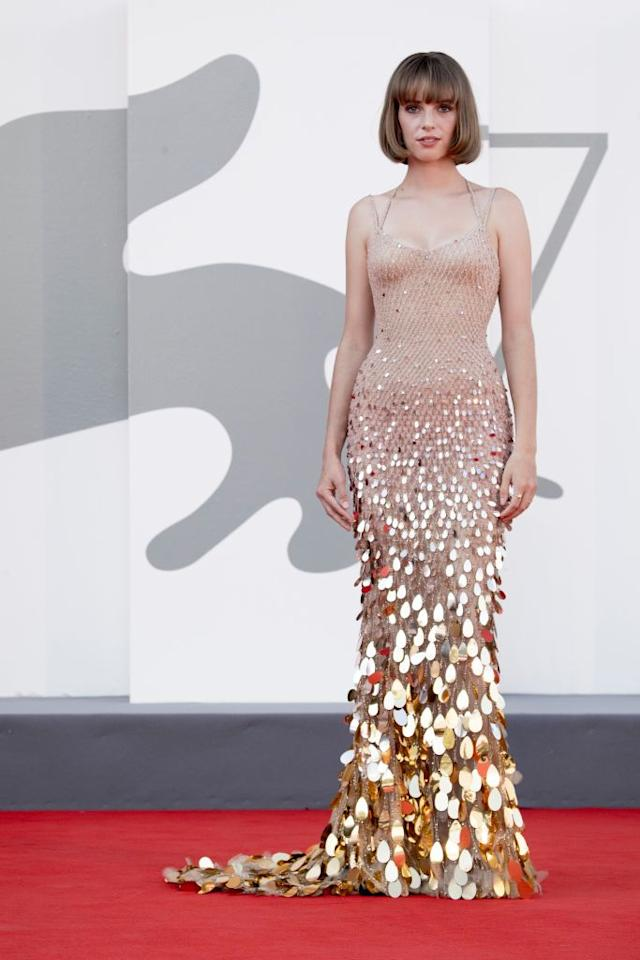 <p>Maya Hawke wears a nude Versace fishtail gown covered in teardrop sequins.</p>