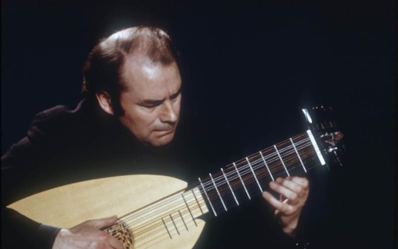Julian Bream playing a lute, 1975 - Erich Auerbach/Getty Images