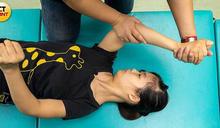 腦麻拚帕奧2/四肢萎縮肌肉緊繃 身障女每天揮汗滾球2小時
