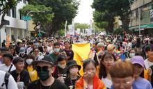 高雄同志大遊行4萬人湧現 黃捷全程參與