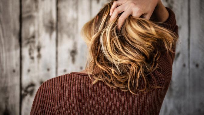 ilustrasi kilau rambut   unsplash.com/@timmossholder