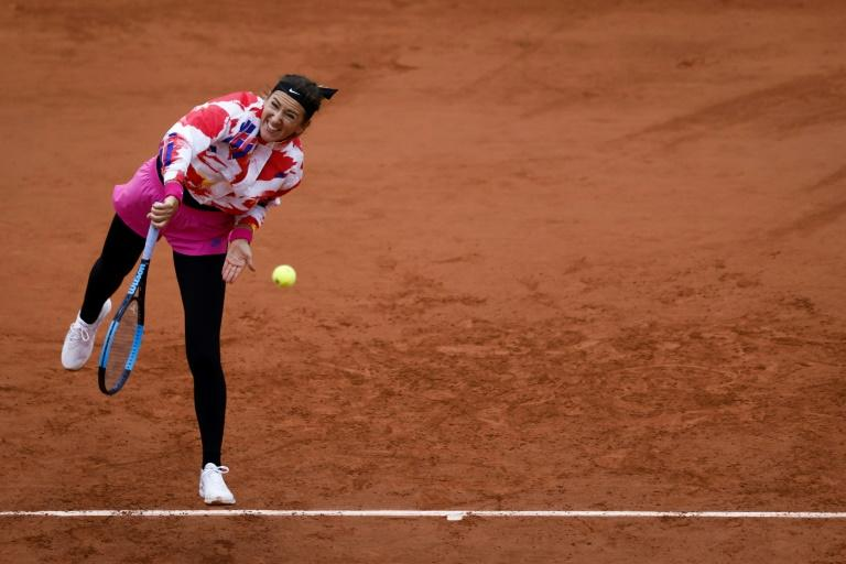 'Sitting duck' Azarenka wins Roland Garros opener in 'ridiculous' cold