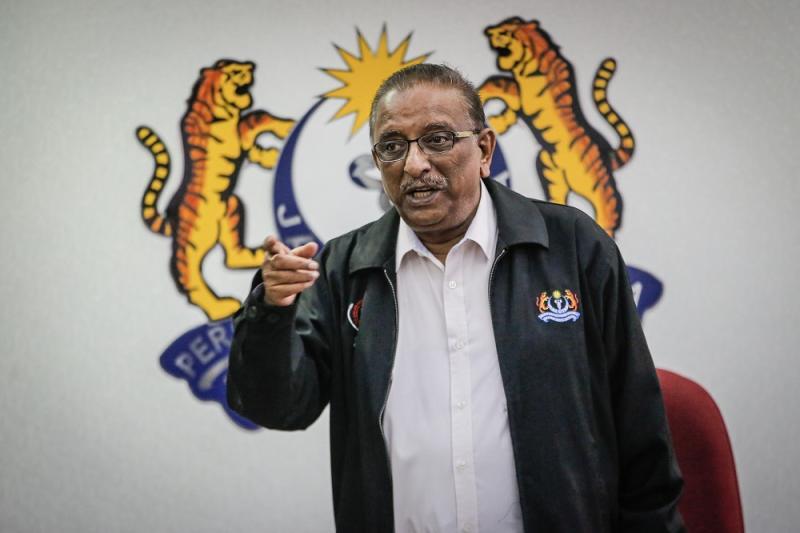 MMA president Dr N. Ganabaskaran speaks during a press conference at Malaysian Medical Association headquarters in Kuala Lumpur November 13, 2019. — Picture by Hari Anggara