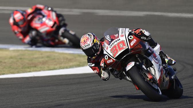 Pembalap LCR Honda IDEMITSU, Takaaki Nakagami, saat latihan bebas pertama (FP1) MotoGP Andalusia 2020 di Sirkuit Jerez, Jumat (24/7/2020). Vinales mengukir waktu lap tercepat dan Rossi menempati posisi kedua. (AFP/Javier Soriano)