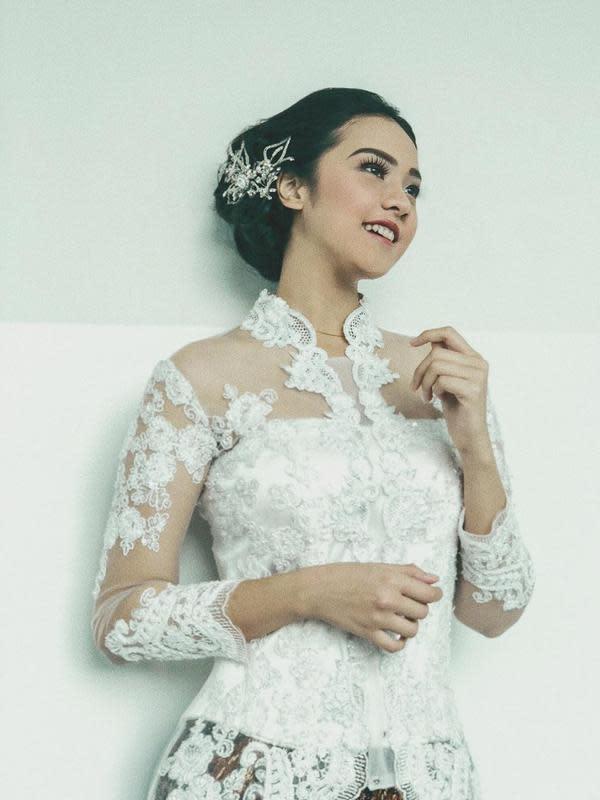 Belum Menikah, 7 Seleb Ini Tampil Memukau Saat Kenakan Baju Pengantin. (Sumber: Instagram/anyageraldine)