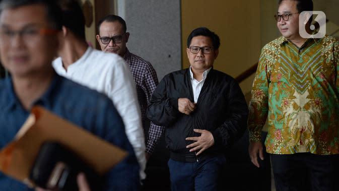 Wakil Ketua DPR RI Muhaimin Iskandar (kedua kanan) usai menjalani pemeriksaan di Gedung KPK, Jakarta, Rabu (29/1/2020). Muhaimin yang akrab disapa Cak Imin diperiksa dalam kasus suap terkait proyek Kementerian Pekerjaan Umum dan Perumahan Rakyat Tahun Anggaran 2016. (merdeka.com/Dwi Narwoko)