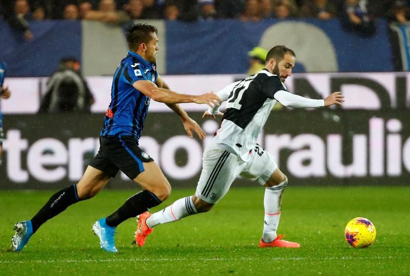 Higuain and Dybala late show earns Juventus win at Atalanta