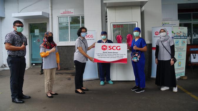 Penyerahan Screening Chamber dari SCG pada RS St. Carolus pada Rabu, 6 Mei 2020. (dok. PT SCG Indonesia)