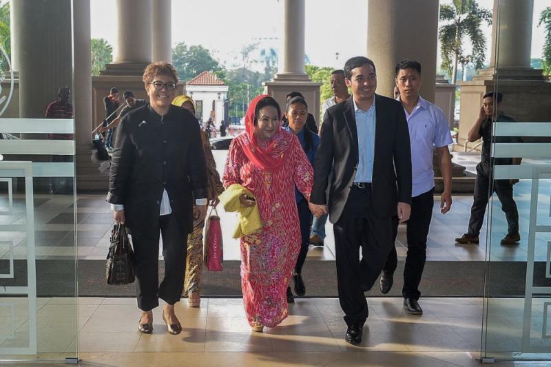 Datin Seri Rosmah Mansor arrives at the Kuala Lumpur High Court with son Norashman Najib December 6, 2018. — Picture by Hari Anggara