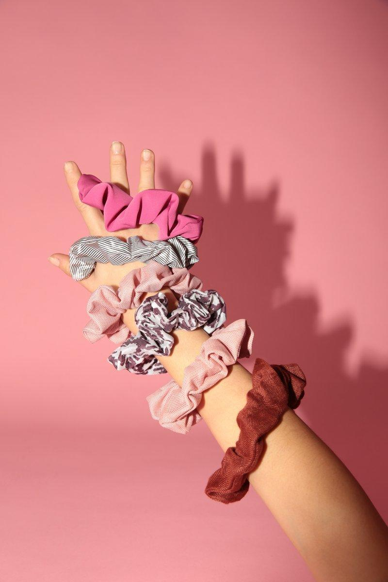scrunchies 90s fashion trends