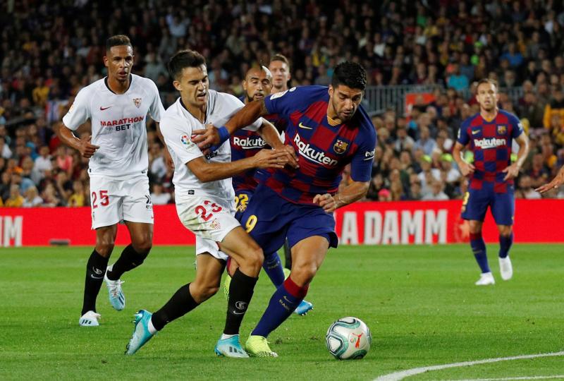 Soccer Football - La Liga Santander - FC Barcelona v Sevilla - Camp Nou, Barcelona, Spain - October 6, 2019 Barcelona's Luis Suarez in action with Sevilla's Sergio Reguilon REUTERS/Albert Gea