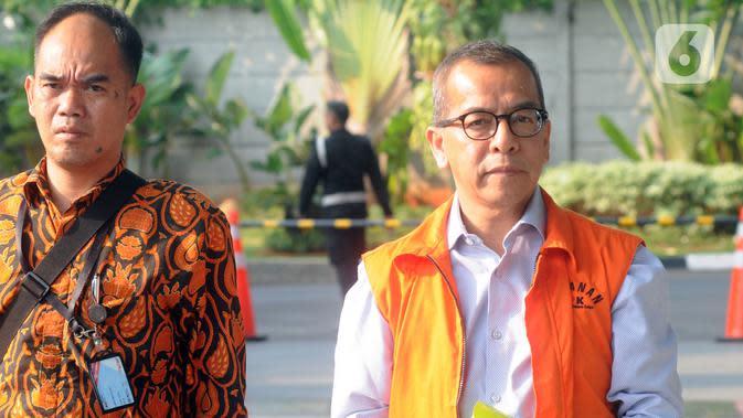 Mantan Direktur Utama PT Garuda Indonesia (Persero) Tbk Emirsyah Satar tiba di Gedung KPK untuk menjalani pemeriksaan, Jakarta, Rabu (4/12/2019). Emirsyah diperiksa sebagai tersangka dugaan suap pengadaan pesawat dan mesin dari Airbus dan Rolls-Royce ke PT Garuda Indonesia. (merdeka.com/Dwi Narwoko)