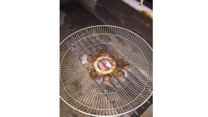 6 Potret Alih Fungsi Tutup Kipas Angin Ini Bikin Geleng Kepala (sumber: Instagram.com/receh.id)