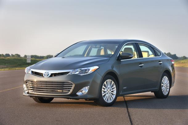 2013 Toyota Avalon gets the Camry's V-6, Hybrid engines