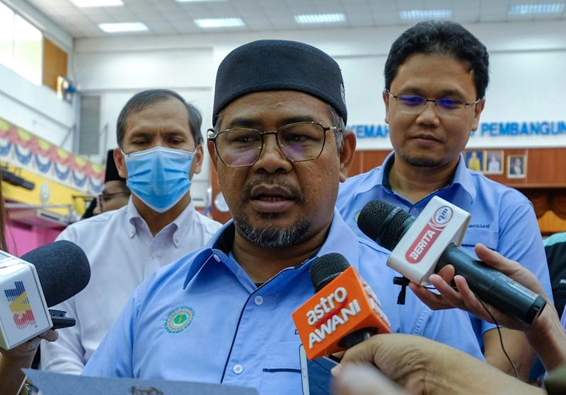 Minister Datuk Khairuddin Aman Razali said the outlets should remain closed and minorities should obey the will of the majority who he claimed opposes the night spots. — Bernama pic