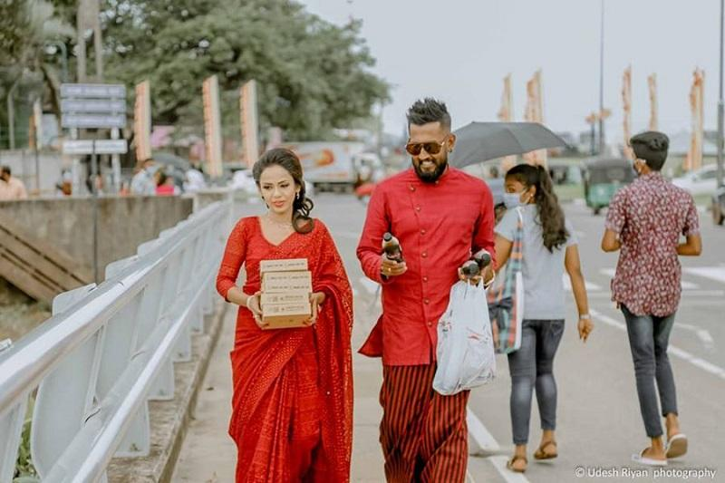 Dishan and his bride provided meals to the homeless before heading home for their wedding reception. ― Picture via Facebook/ Dishan Thilakshana