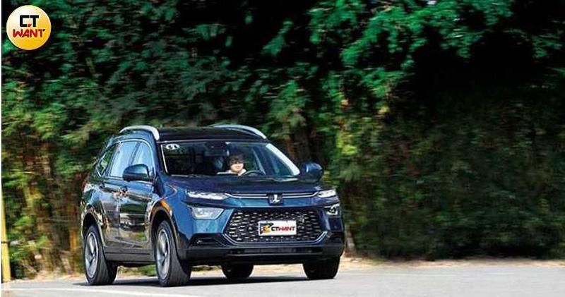 納智捷推出低入手價、高CP值配備的「5+2」休旅車,曾在兩個月接單破千。(圖/記者王若攝)