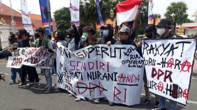 634 Demonstran Tolak Omnibus Law Ditangkap di Surabaya dan Malang