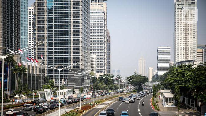 Suasana gedung perkantoran di Jalan Sudirman, Jakarta, Rabu (29/7/2020). Data Pusdatin Kementerian Kesehatan menyebut, ada 701 kluster penularan Covid-19 di Indonesia dengan dominasi episentrum penyebaran dari Jakarta. (Liputan6.com/Faizal Fanani)