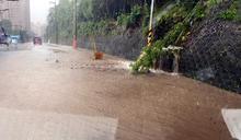 新北強降雨 國5三峽出口土石崩落 (圖)