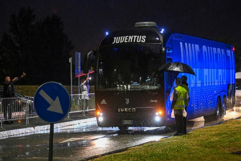 Napoli fail to turn up for Juventus game after virus row