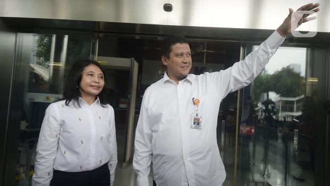Plt Ketua DKPP Muhammad (kanan) dan Komisioner DKPP Idha Budhiati usai bertemu penyidik KPK di Gedung KPK, Jakarta, Rabu (15/1/2020). DKPP akan melaksanakan sidang etik terkait dugaan korupsi yang menjerat Komisioner KPU Wahyu Setiawan secara tertutup. (merdeka.com/Dwi Narwoko)