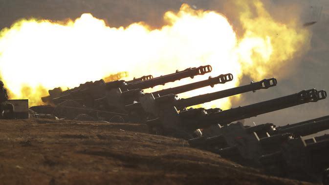 Kompetisi penembakan artileri di Korea Utara, Jumat (20/3/2020). Kompetisi ini diikuti unit-unit tentara Korea Utara. (Korean Central News Agency/Korea News Service via AP)