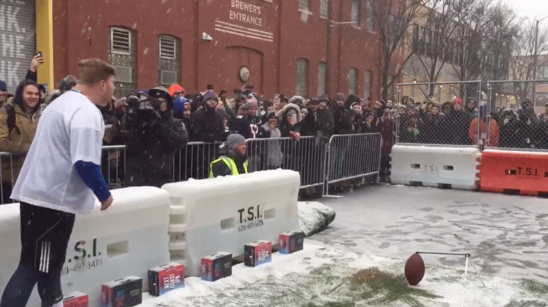 Chicago Bears fans flocked to Goose Island Beer Company's 43-yard field goal challenge. (Henry Bushnell/Yahoo Sports)