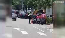 違規遭警取締 外送員當街下跪求消單