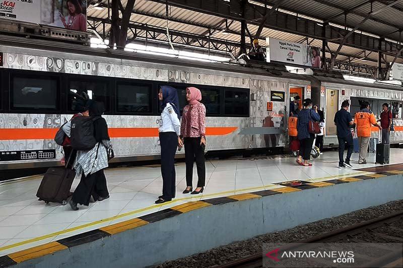 KAI: 32 perjalanan KA lintas selatan Jawa dihentikan demi cegah Corona
