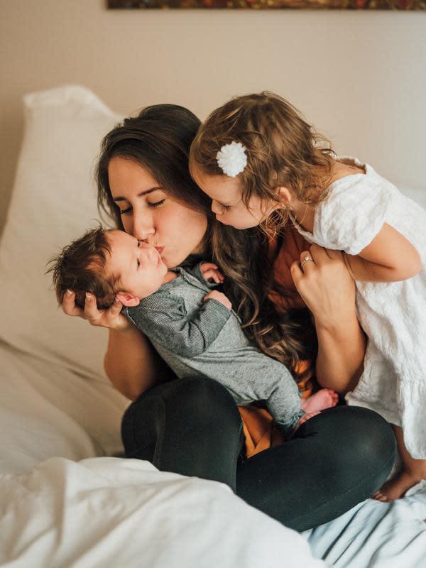 Ilustrasi Mindful Parenting | unsplash.com/@leash_delegge