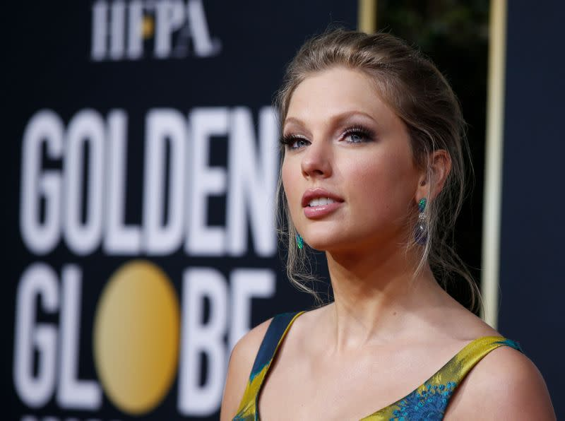 Taylor Swift donates $30,000 to student's UK college fund