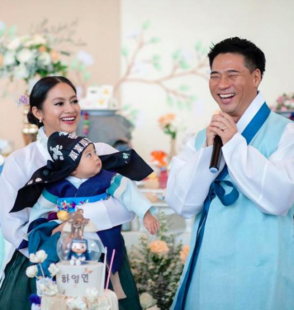 Lakukan Tradisi Korea, 10 Potret Seru Utlah Xavier Putra Rini Yulianti