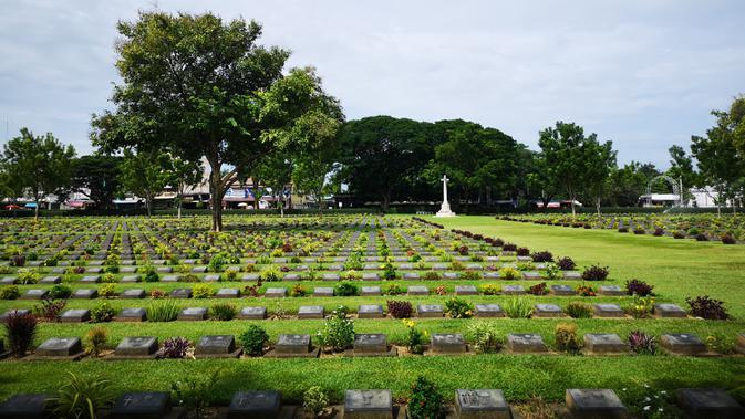 Pemakaman Perang Kanchanaburi, lokasi pemakaman bagi sekitar 7.000 tahanan perang, di Kanchanaburi, Thailand pada 19 Agustus 2020. Puluhan ribu orang tewas selama proses pembangunan, sehingga jalur sepanjang 415 km itu dikenal dengan nama