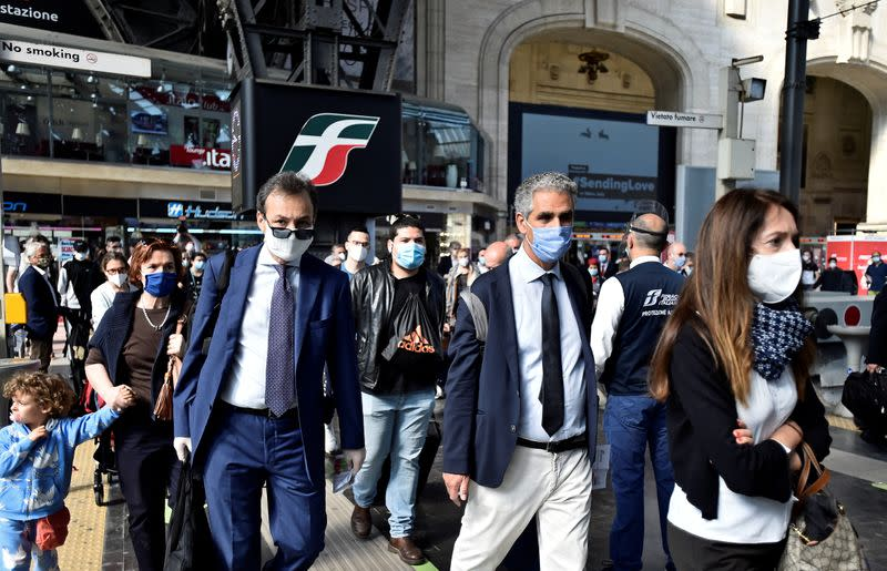 Italians embrace coronavirus tracing app as privacy fears ease