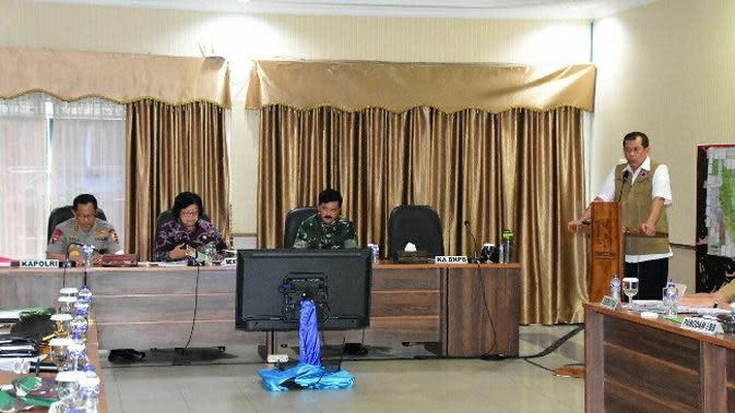 Rapat pengendalian kebakaran lahan di Riau yang dihadiri Panglima TNI dan Kapolri serta Menteri LHK. (Liputan6.com/M Syukur)