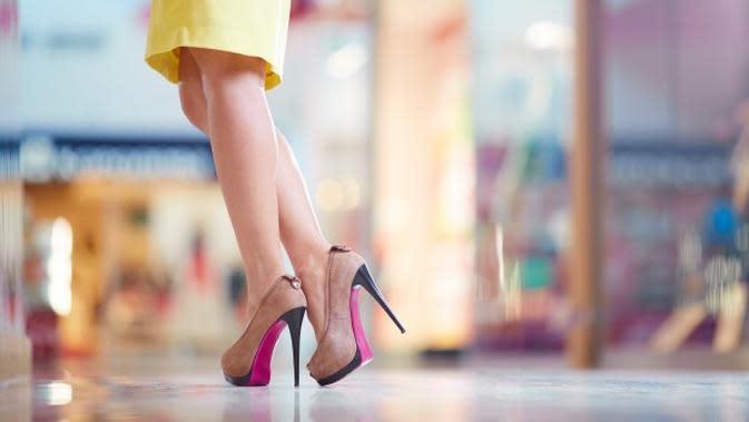 Ilustrasi Memakai High Heels Credit: pexels.com/pixabay