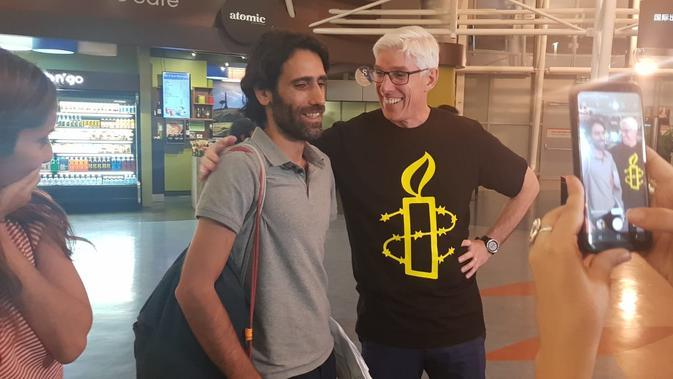 Behrouz Boochani tiba di bandara Christchurch. (Source: Twitter/ @drgrahamthom)