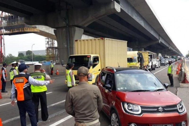 Kemarin, 8.013 kendaraan diputar balik sampai personel Bandara Soetta