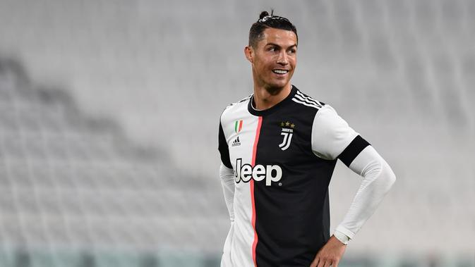 1. Cristiano Ronaldo (130 gol) - Cristiano Ronaldo menempati posisi pertama sebagai pencetak gol di Liga Champions. Pemain asal Portugal ini mencetak 130 gol dari penampilannya bersama Manchester United, Real Madrid dan Juventus di Liga Champions. (AFP/Miguel Medina)