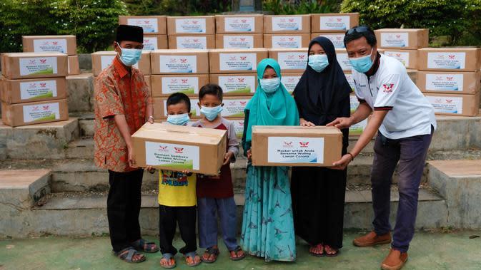 Wuling Club Indonesia Salurkan Sembako dan Masker ke Panti Asuhan