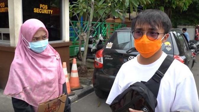 Momen Ria Ricis dan Taqy Malik jadi relawan. (Sumber: YouTube/Ricis Official)